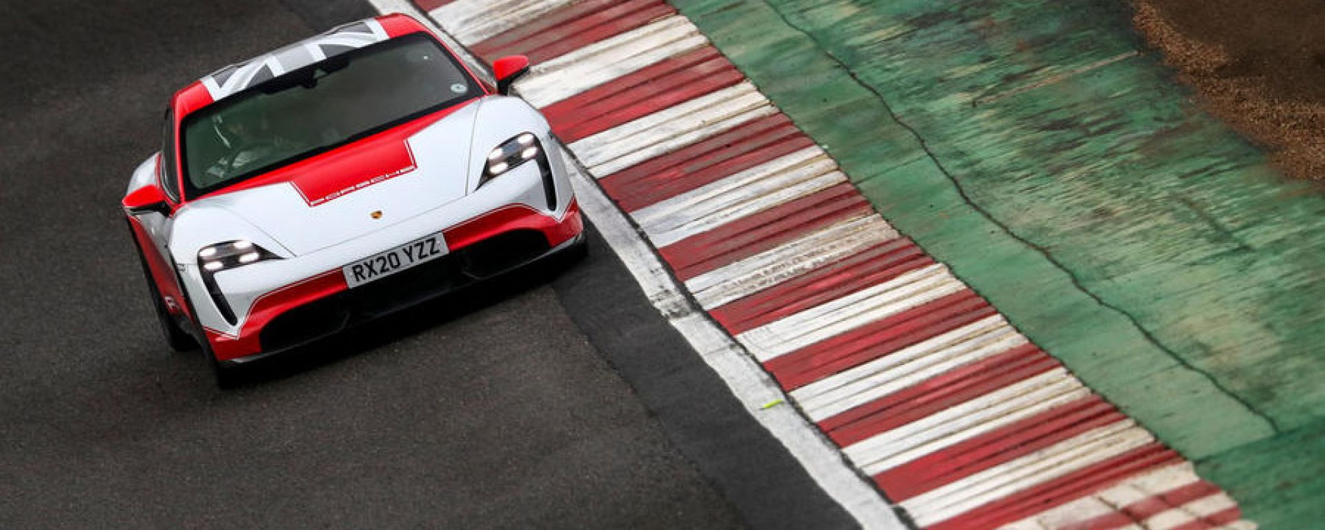 Porsche Taycan a Brands Hatch