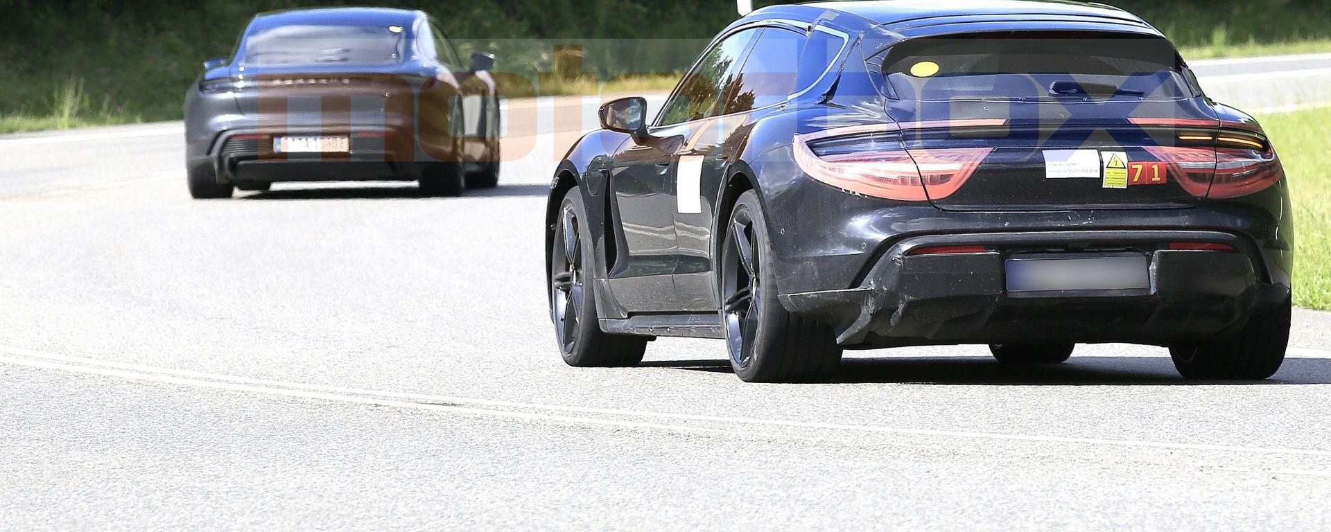 Porsche Taycan Cross Turismo, il confronto con Taycan
