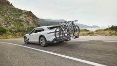 Porsche Taycan Cross Turismo: il portabili con le e-bike Porsche