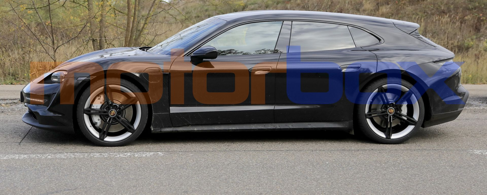 Porsche Taycan Cross Turismo, vista laterale