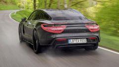 Porsche Taycan, la stampa UK l'ha già provata. Il giudizio - Immagine: 3