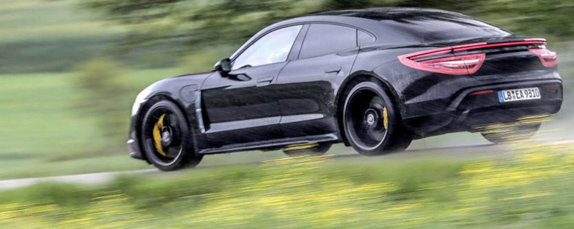 Porsche Taycan, il debutto è imminente. La prova della stampa british
