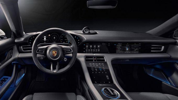 Porsche Taycan: il design della plancia