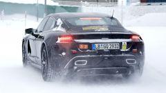 """Porsche Taycan, nuove foto spia. Eccola mentre fa """"benzina"""" - Immagine: 8"""