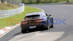 Porsche Taycan Sport Turismo, i fari posteriori sono ancora dissimulati da opportune verniciature