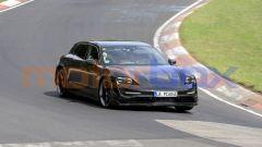 Porsche Taycan Sport Turismo, vista 3/4 anteriore