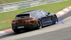 Porsche Taycan Sport Turismo, vista 3/4 posteriore