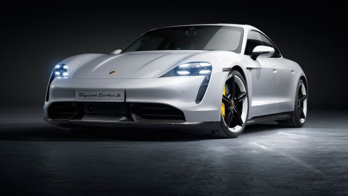 Porsche Taycan: super berlina elettrica