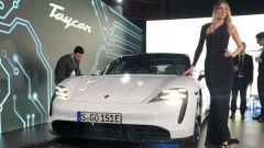 Porsche Taycan Turbo S: il frontale