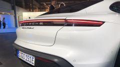 Porsche Taycan Turbo S: la firma luminosa a LED