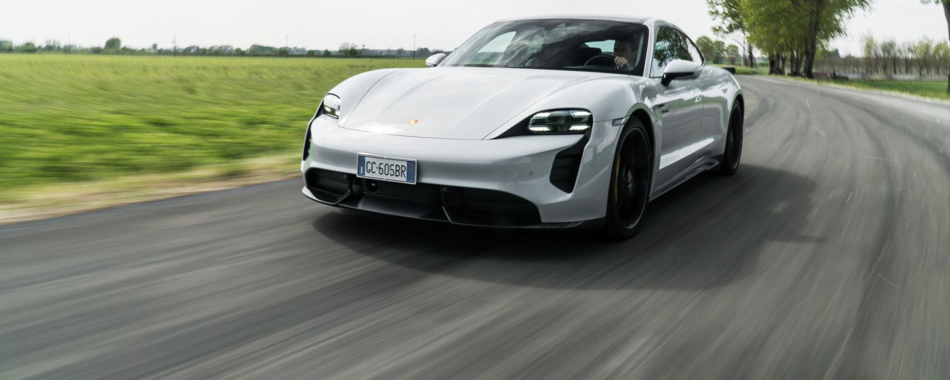 Porsche Taycan Turbo S: la granturismo elettrica su strada