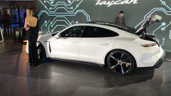 Porsche Taycan Turbo S: vista laterale