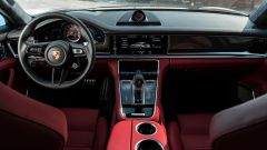 Porsche Taycan Turbo S vs Panamera Turbo S: la plancia della Panamera