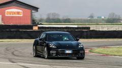 Porsche Taycan Turbo S vs Panamera Turbo S: un passaggio sul circuito Tazio Nuvolari di Cervesina (PV)