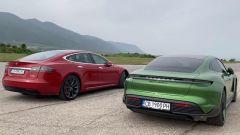 Drag race: Porsche Taycan vs Tesla Model S nel video da YouTube