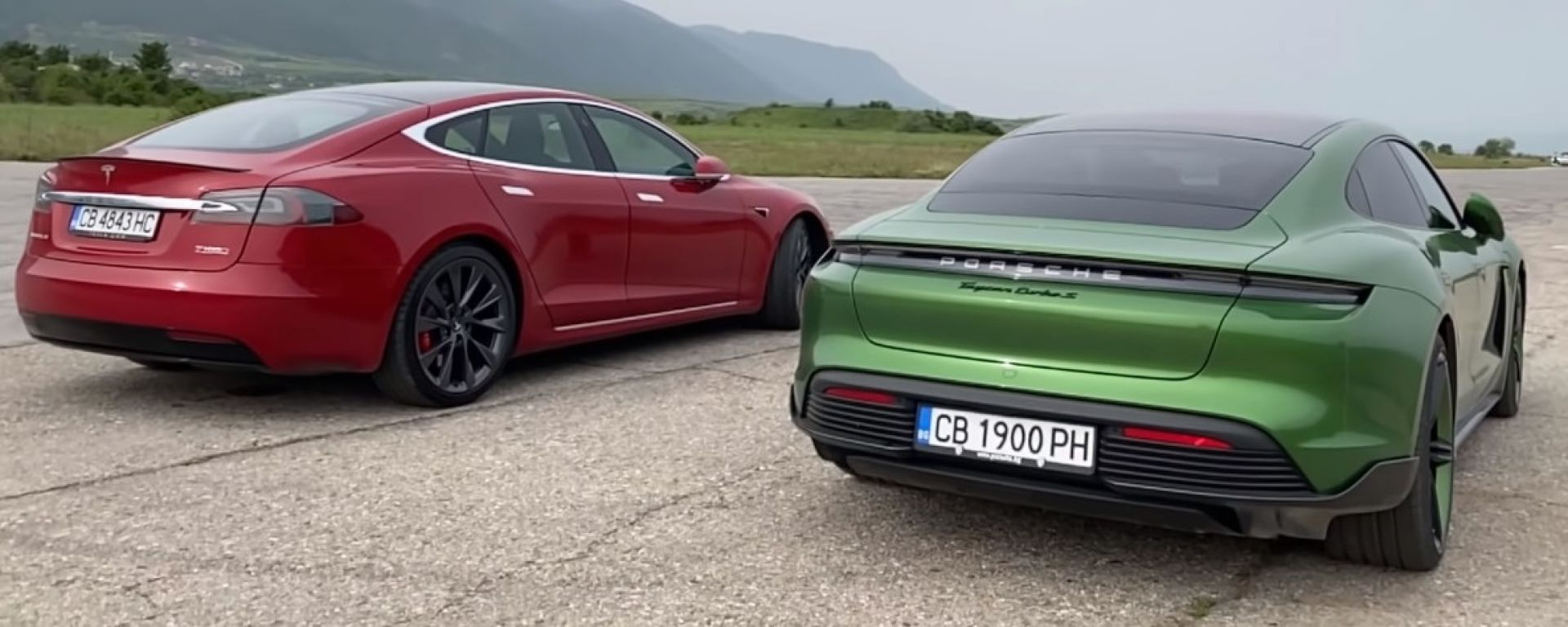 Porsche Taycan Turbo S vs Tesla Model S P100 D Ludicrous