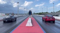 Tesla Model S Plaid vs Porsche Taycan Turbo S: il video