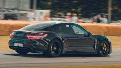 Porsche Taycan: vista 3/4 posteriore