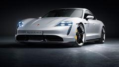 Porsche Taycan: vista di 3/4 anteriore