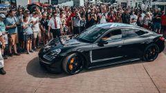 Porsche Taycan: vista laterale