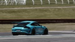 Porsche Taycan vs 911 GT3 RS vs 911 GT3 Cup: la GT3 RS imposta una curva durante la prova