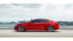 Porsche Taycan vs Tesla Model S: la berlina americana EV di lato