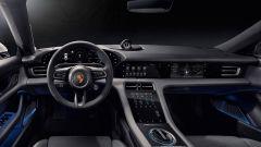 Porsche Taycan vs Tesla Model S: l'abitacolo della tedesca