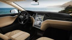 Porsche Taycan vs Tesla Model S: l'abitacolo della Tesla Model S
