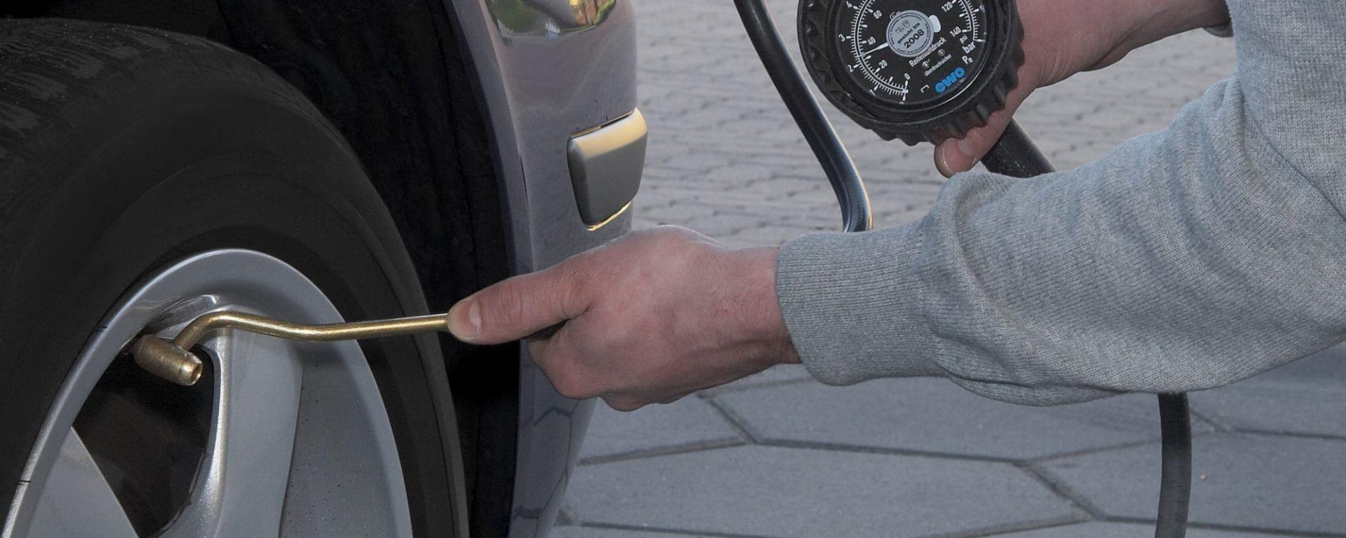 Pressione pneumatici auto, fattore di sicurezza e di risparmio carburante