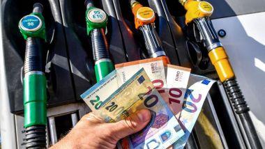 Prezzi benzina e diesel, nel 2020 niente aumento accise. Ma...