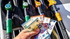 Prezzi carburanti, nel 2020 niente aumento accise?