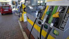 Carburanti, prezzi benzina e diesel ai massimi dal 2015. Le ragioni