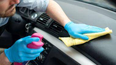 Prodotti specifici per la pulizia dell'auto