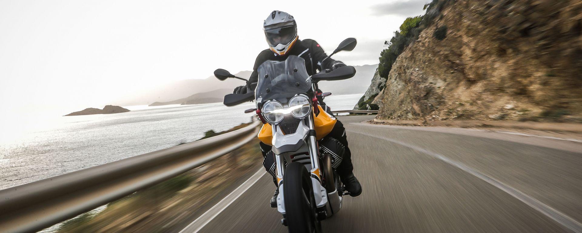 Nuova Moto Guzzi V85 TT in promozione: l'offerta di maggio