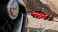 Alfa Romeo Stelvio Quadrifoglio: supercar travestita da SUV [VIDEO] - Immagine: 11