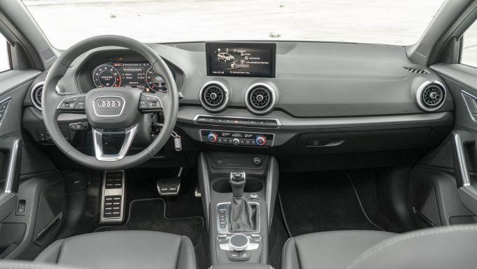 Prova Audi Q2 35 TFSI S tronic S line: gli interni