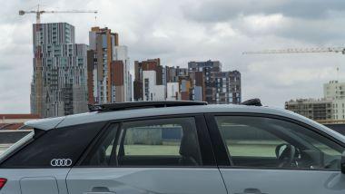 Prova Audi Q2 35 TFSI S tronic S line: il (bellissimo) tetto panoramico