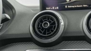 Prova Audi Q2 35 TFSI S tronic S line: le bocchette circolari dell'aria