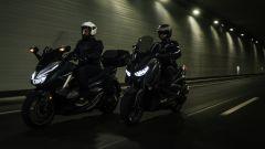 Prova: Honda Forza 300 e Yamaha X-Max 300: le firme luminose
