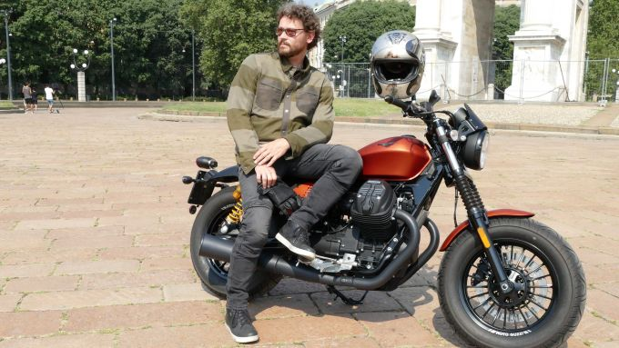 Prova Moto Guzzi V9 Bobber Sport: casco e giacca