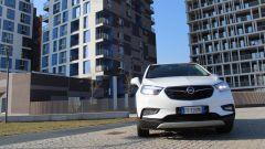 Opel Mokka X GPL Tech Innovation: anche gasata, la crossover va liscia - Immagine: 13