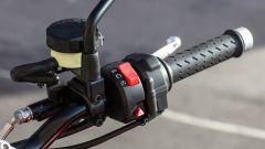 Moto Guzzi V9 Bobber sfida Triumph Street Twin - Immagine: 24