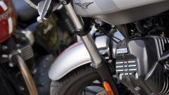 Moto Guzzi V9 Bobber sfida Triumph Street Twin - Immagine: 6