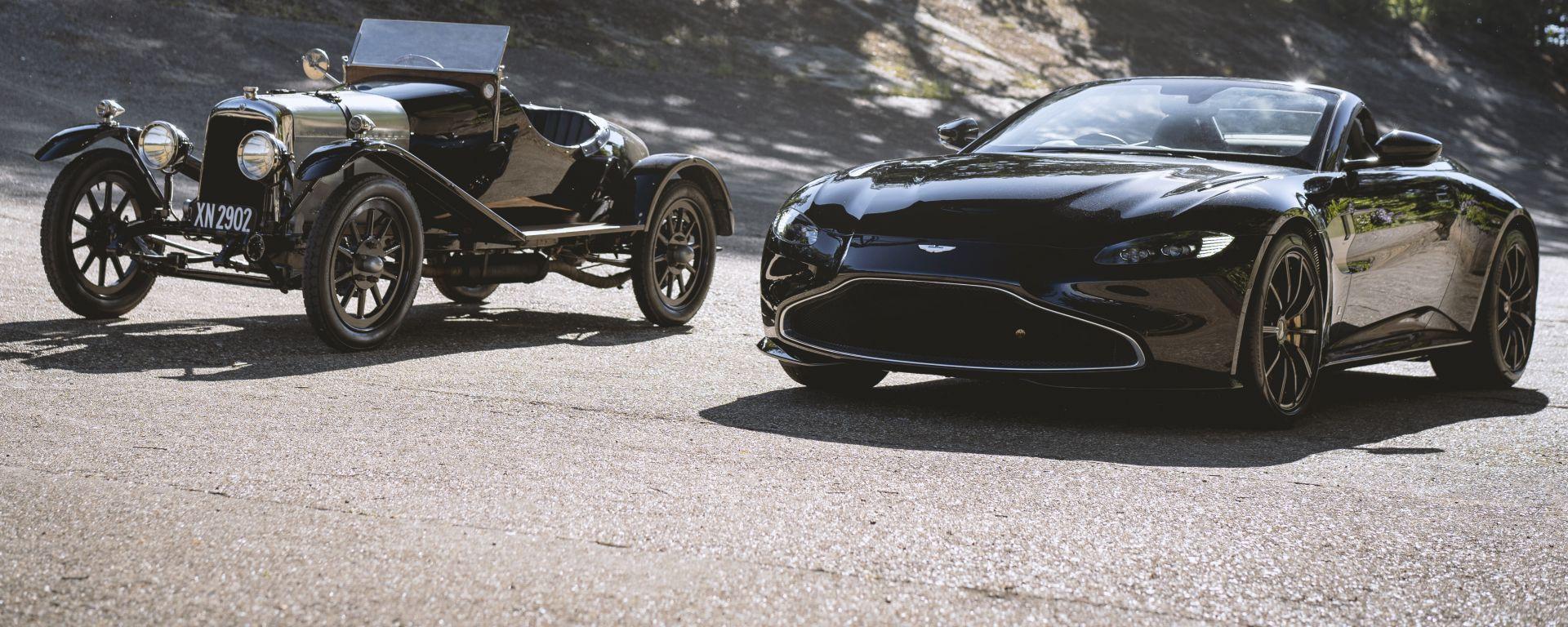 Q by Aston Martin Vantage Roadster posa insieme ad Aston Martin A3, la più antica Aston al mondo