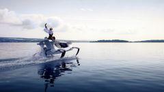 Quadrofoil Q2S Electric vola sopra il pelo dell'acqua già a 12 km/h