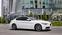 Qualcuno vedrà riferimenti a BMW nel laterale, ma il disegno della Giulia è inconfondibile.