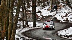Rally Monte Carlo 2021: Ogier balza in testa, Evans lo tallona