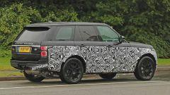 Range Rover 2021 foto spia 3/4 posteriore