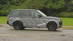 Range Rover 2021 foto spia vista laterale