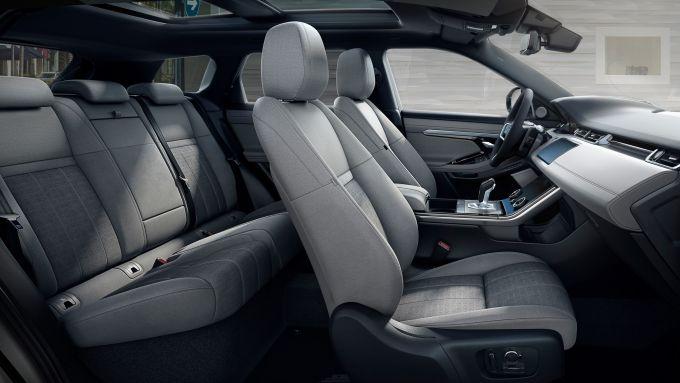 Range Rover Evoque 2020: l'abitacolo tecnologico e lussuoso del SUV inglese